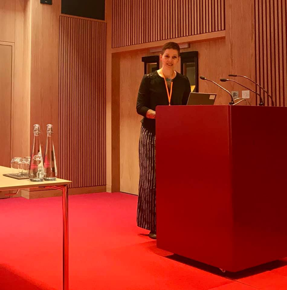 Binni Brynolf speaks from the podium at SLA Europe